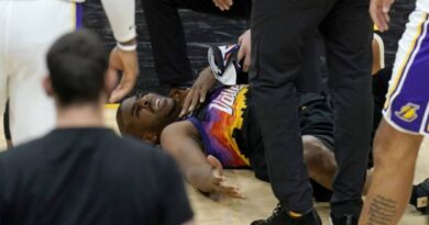report:-chris-paul-suffered-stinger-injury-in-game-1-of-lakers-suns-–-arizona-sports