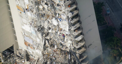 death-toll-rises-to-5-in-florida-building-collapse-–-voice-of-america