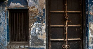 ap-photos:-locked-shops-confront-buyers-in-indian-market-–-miami-herald