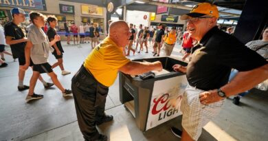 with-fans-back,-ballpark-workers-enjoy-chance-to-return-–-miami-herald