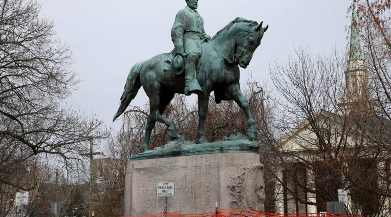 'an-incredible-day'-as-lee-statue-removed-in-charlottesville-–-miami-herald
