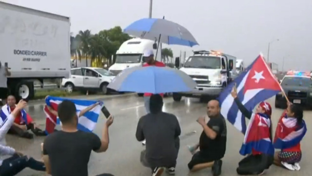 miami-demonstrations-show-solidarity-with-cuban-protesters-–-yahoo-news