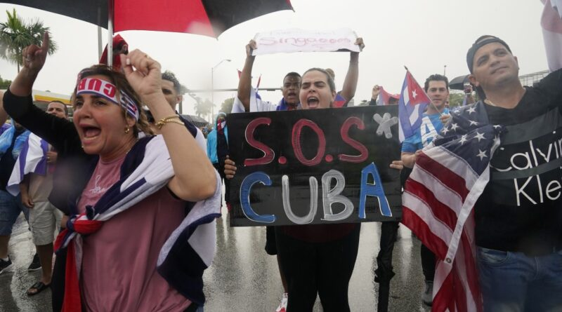 demonstrators-in-tampa,-miami-block-roads-to-support-cuban-protests-–-wusf-news