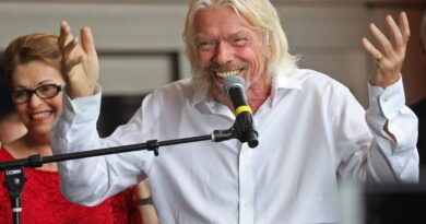 sir-richard-branson-got-a-'zero-gravity-haircut'-by-this-miami-stylist-before-launch-–-miami-herald