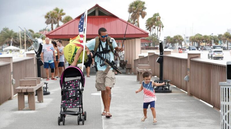 he-walked-beach-with-an-ar-15.-is-he-a-menace-or-a-martyr?-–-miami-herald