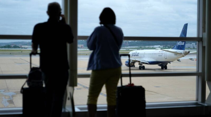 key-lawmaker-quizzes-airlines-on-delays,-worker-shortages-–-miami-herald