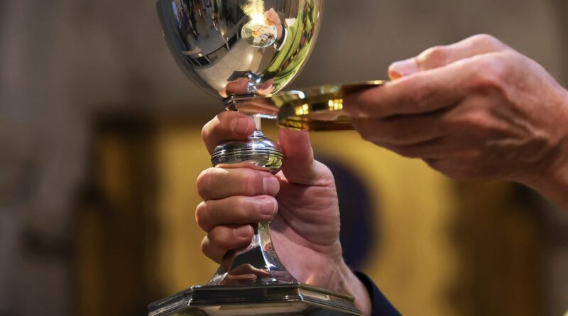 'i-dare-you-to-deny-me-communion.'-what-has-happened-to-catholicism-in-america?-–-usa-today