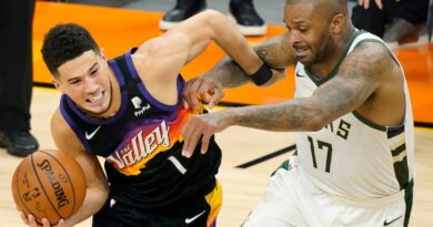 booker-brilliant,-needs-to-get-more-help-from-stagnant-suns-–-miami-herald