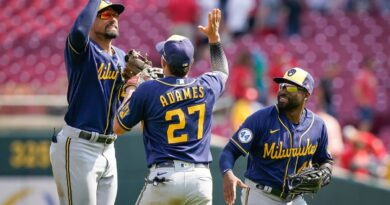 road-success-helps-brewers-take-commanding-nl-central-lead-–-miami-herald