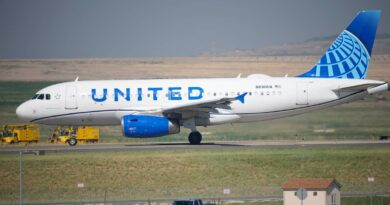 united-airlines-posts-$434-million-2q-loss-but-revenue-up-–-miami-herald