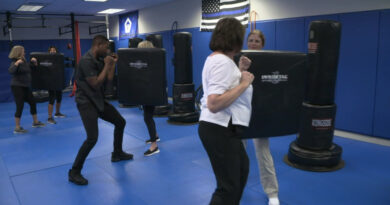 with-in-flight-incidents-on-the-rise,-flight-attendants-learn-self-defense-in-south-florida-–-cbs-miami