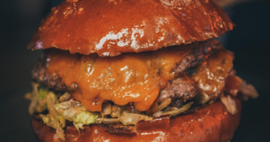 big-7-travel-ranks-le-chick's-burger-3rd-best-in-us-–-cbs-miami
