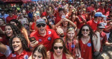 tailgaters-cautiously-optimistic-but-wary-as-season-starts-–-miami-herald