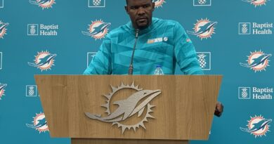 dolphins-training-camp-2021:-brian-flores-aug.-6-takeaways-and-the-big-howard-news-–-dolphinmaven