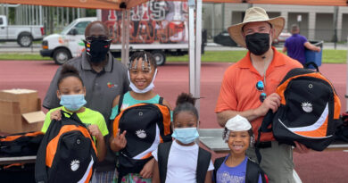 orange-bowl-committee-helps-get-local-students-ready-for-school-–-cbs-miami