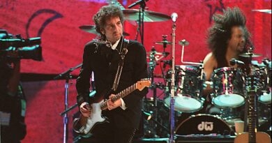 bob-dylan-sued-for-allegedly-grooming,-sexually-abusing-12-year-old-girl-in-1965-–-yahoo-entertainment