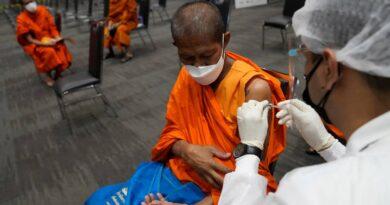 the-latest:-mississippi-hospital-mandates-shots-for-staff-–-miami-herald