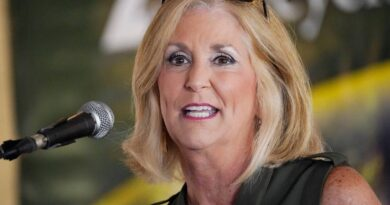 stepmom:-mississippi-ag-used-state-bodyguards-in-family-feud-–-miami-herald