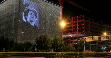 hundreds-wait-to-pay-respects-to-greek-composer-theodorakis-–-miami-herald