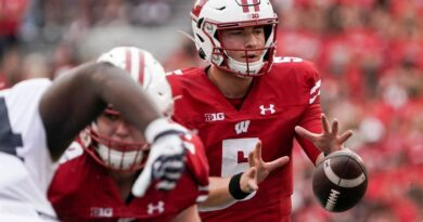 badgers'-mertz-remains-optimistic-after-disappointing-opener-–-miami-herald