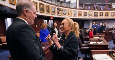 senate-democratic-leader-stripped-of-committee-chair-miami-republican-takes-spot.-–-miami-herald