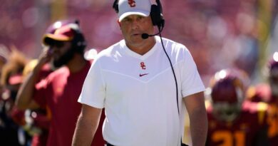 usc-fires-clay-helton-2-games-into-7th-season-in-charge-–-miami-herald