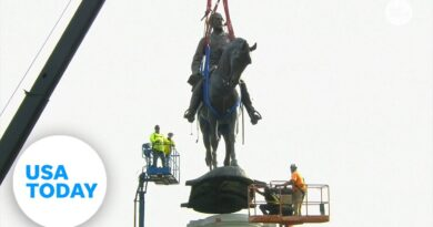 Robert E. Lee statue gets removed in Richmond, Virginia to cheers   USA TODAY